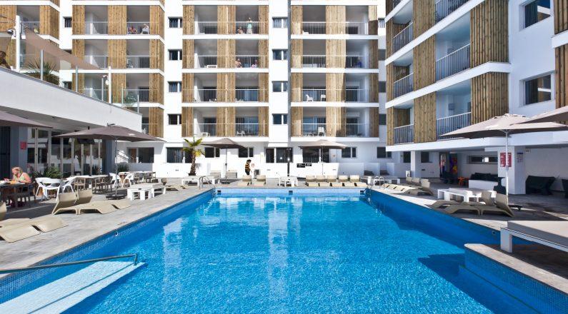 Piscina Hotel Ryans Ibiza