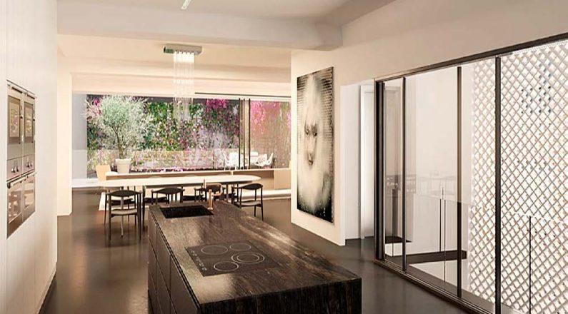 Cocina abierta al salón de vivienda en Barcelona