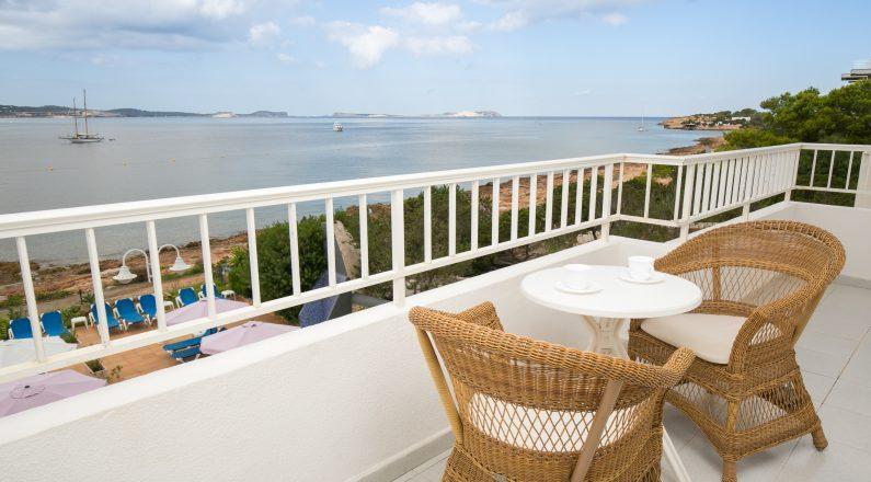 Balcón de hotel en Ibiza