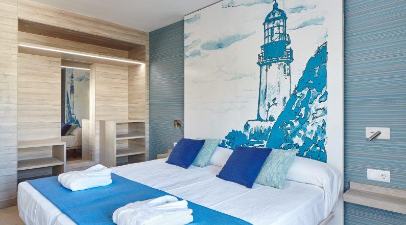 Habitación de matrimonio con tonos azules