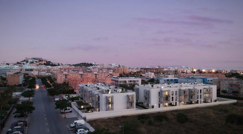 Vista aerea edificio plurifamiliar en Ibiza